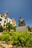 Monastero di St.Francis e la statua del re Petar Fotografia Stock Libera da Diritti
