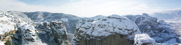 Monastero di Varlaam con panorama delle rocce di Meteora immagini stock libere da diritti