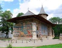 Monastero di Voronet osservato dalla parte posteriore immagine stock libera da diritti