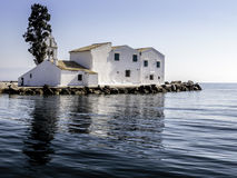 Monastero greco ortodosso di Vlacherna su un'isola Immagine Stock