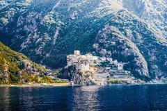 Monastero greco ortodosso sul monte Athos Vista dal mare Dionysiou Fotografia Stock