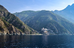 Monastero greco ortodosso sul monte Athos Vista dal mare Dionysiou Immagine Stock