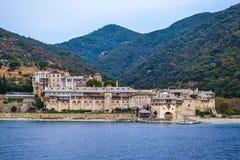 Monastero greco ortodosso sul monte Athos Vista dal mare xenophon Fotografia Stock