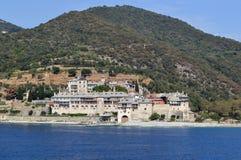 Monastero greco ortodosso sul monte Athos Vista dal mare xenophon Fotografia Stock Libera da Diritti