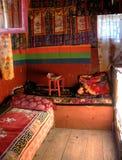 Monastero Himalayan: Una camera da letto degli sherpa tipici Fotografia Stock Libera da Diritti