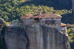 Monastero ortodosso di Rousanou in Meteora, Tessaglia, Grecia immagini stock