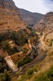 Monastero ortodosso di St George nel salmone del renq più basso della valle nel deserto di Judean nell'autorità palestinese fotografie stock