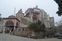 Monastero ortodosso in montagna di Athos Fotografia Stock