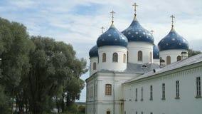 Monastero ortodosso russo il giorno di estate archivi video