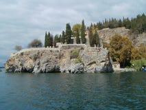 Monastero sulla pietra - Ocrida, Macedonia fotografia stock libera da diritti