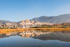 Monastero tibetano in Shangrila Immagini Stock
