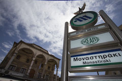 Monastiraki-Metrostationszeichen stockfoto