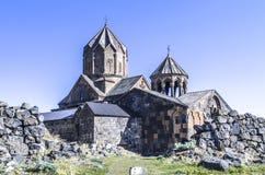 Monastère Ohanavank entouré par les restes du mur cyclopéen Image stock