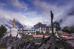 Monastério de Tengboche em Tengboche, tempo de manhã Após chover Região de Everest Fotografia de Stock Royalty Free