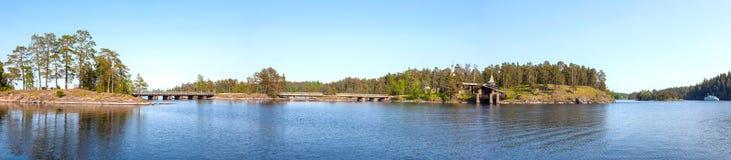 Monastyrskyeiland, Valaam Kapel van Alle Valaam-Heiligen Panorama royalty-vrije stock fotografie