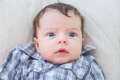 2 Monate alte Baby zu Hause Stockfotografie