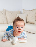 2 Monate alte Baby zu Hause Stockfotos