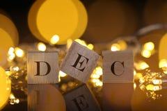 Monats-Konzept, Vorderansicht zeigt den Holzklotz, der Dezember mit Li schriftlich ist Stockbild