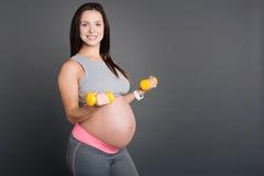 9. Monatsschwangerschaft mit Dummköpfen Lizenzfreie Stockfotografie