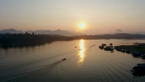 Monbrug, Sangkhlaburi, Kanchanaburi, Thailand, Azië stock video