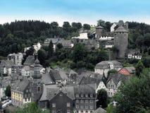 Monchau城堡和村庄,德国 免版税库存照片