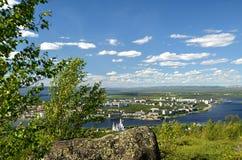 Monchegorsk, Rússia, Kola Peninsula Vista da cidade da altura da montanha Poazuayvench Foto de Stock Royalty Free