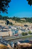 Monchsberg visto da Kapuzinerberg, Austria Immagine Stock