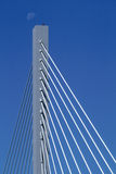 Mond über 25. Straßen-Brücke stockfoto
