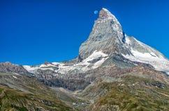 Mond über Matterhorn, Penninische Alpen, die Schweiz, Europa Lizenzfreies Stockbild
