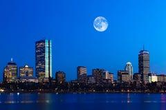 Mond, der über Boston, Massachusetts steigt Stockbilder