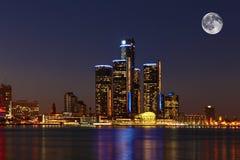 Mond, der über Detroit, Michigan steigt Lizenzfreies Stockfoto