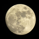 Mond im dunklen nächtlichen Himmel Stockfotos