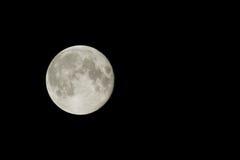 Mond nachts über dem schwarzen Himmel Stockbild
