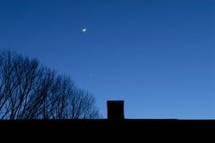 Mond, Stern, Kamin und Baum Stockfotos