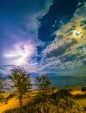 Mond und Blitz Stockbild
