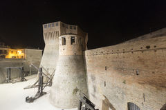Mondavio (gränser, Italien) vid natt Royaltyfri Fotografi