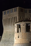 Mondavio (gränser, Italien) vid natt Arkivfoto