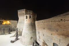 Mondavio (marços, Itália) na noite Fotografia de Stock Royalty Free