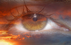 Monde abstrait dans l'iris en flammes Image stock