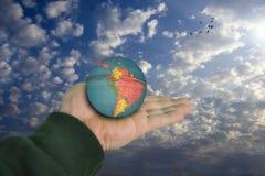 Monde dans votre main Image libre de droits
