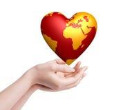 Monde de coeur dans des mains Images libres de droits