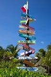 Monde de poteau indicateur de plage photos libres de droits