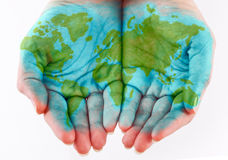Monde peint sur des mains Photo libre de droits