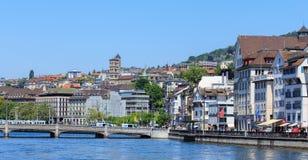 monde suisse Zurich de tour de rue de peter s de visage d'horloge de paysage urbain de ville d'église le plus grand Photographie stock