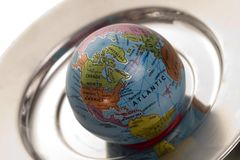 Monde sur un champ de cablage à couches multiples argenté Photos stock