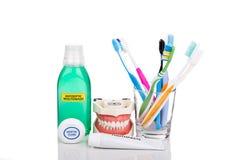 Mondelinge zorg essentiële producten verminderde tandenborstel, tandpasta, mou royalty-vrije stock foto's