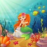 Mondi subacquei con una sirena sulla roccia Immagine Stock Libera da Diritti