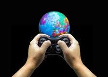 mondo del comando manuale con il controler del gioco Fotografia Stock