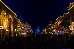 Mondo Main Street U.S.A. di Disney alla notte immagine stock