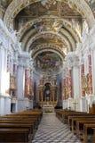 Mondovì (Cuneo): Świętego Francis kościół wnętrze koloru córek wizerunku matka dwa Zdjęcia Royalty Free
